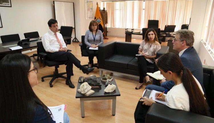 Ministro Benalcázar se reunió con Embajador.
