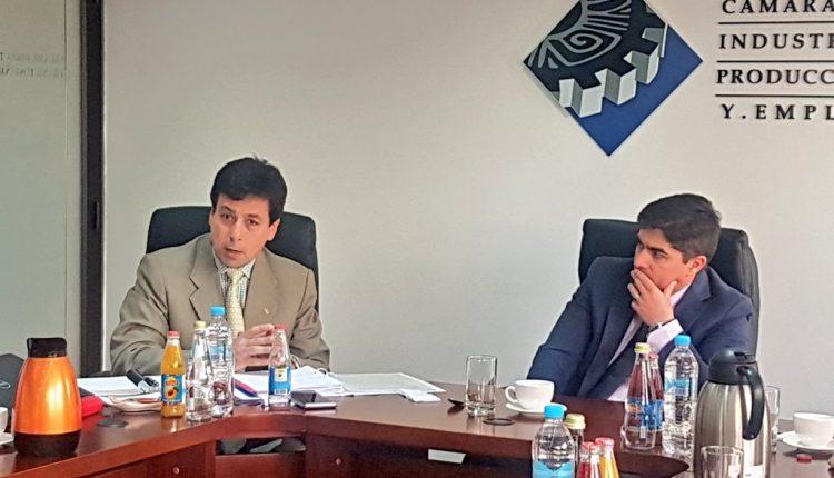 VICEMINISTRO DE MINERÍA FERNANDO BENALCÁZAR VISITA CUENCA.