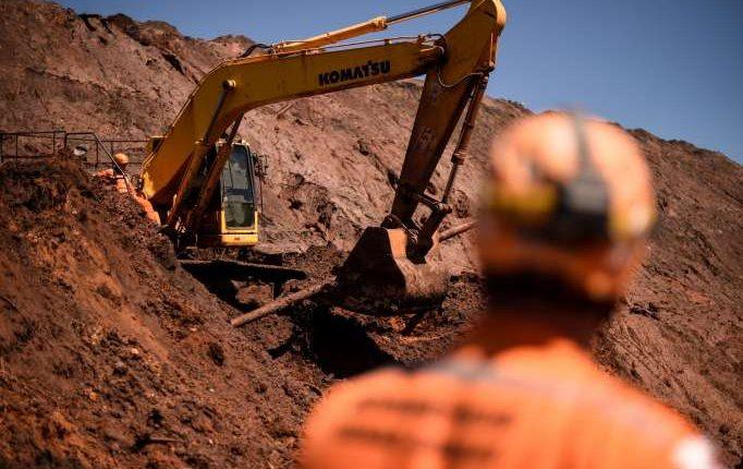 Vale remueve a otros cinco ejecutivos tras tragedia minera en Brasil.