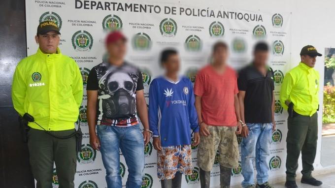 FOTOS: Destruyeron seis dragas y una retroexcavadora utilizadas para hacer minería ilegal en San Roque