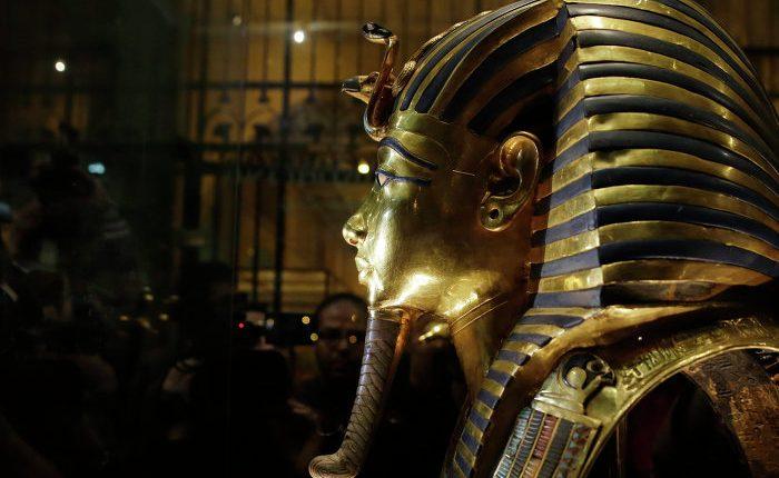 Los científicos SOLVE el misterio del cristal amarillo encontrado en la tumba del faraón Tutankamón – Sputnik International