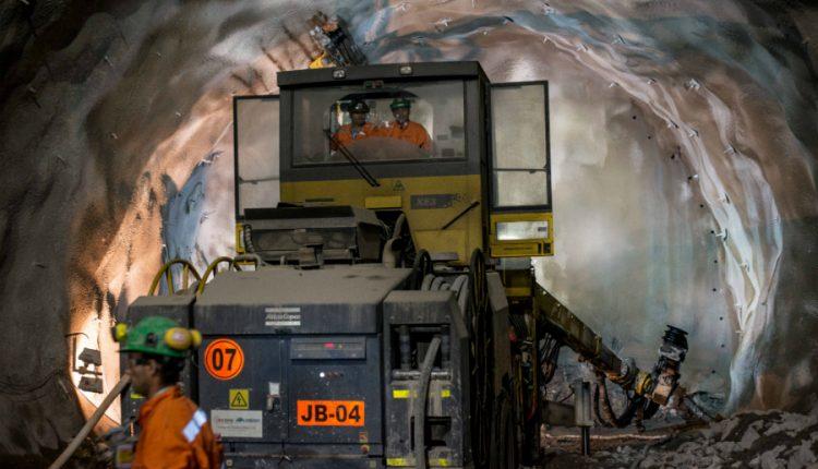 Chuquicamata Subterránea inicia obras de minería y extrae primeras toneladas de mineral