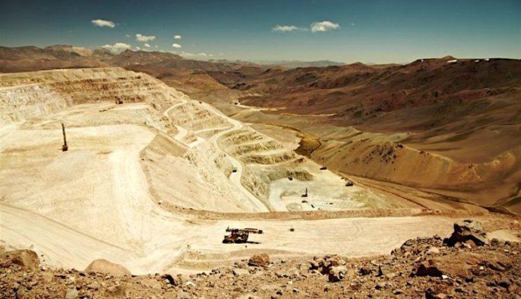 Mineras de cobre en Chile mantienen operaciones pese a protestas