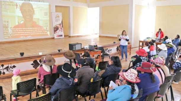 Mujeres de Velille recibieron capacitación en minería, empoderamiento y emprendimiento